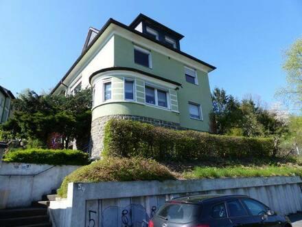 Plettenberg - Ruhige 6-Zimmer-Wohnung mit Balkon und großem Grundstück, zentrumsnah, Teilvermietung möglich