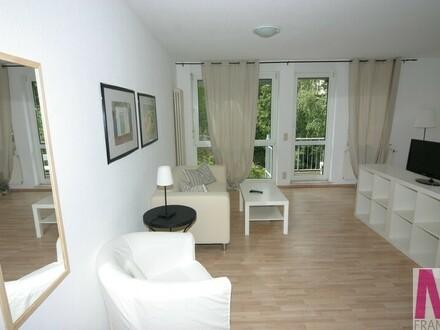 Helle und schön möblierte 1-Zimmer-Wohnung mit einem kleinen Balkon
