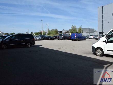 Größerer Autoverkaufsplatz mit Halle in guter Lage.