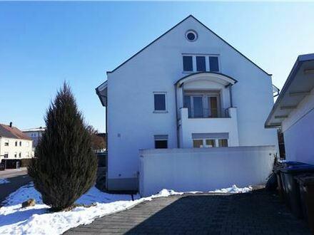 RE/MAX - Neuwertiges Reiheneckhaus – großes Studiozimmer – 163m² Wohnfläche – zentral gelegen