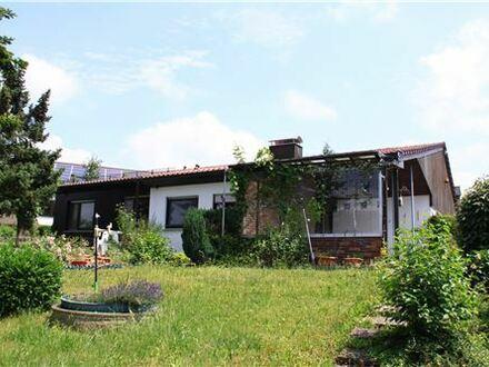 REMAX - Sehr großzügiges Einfamilienhaus mit vielen Reserven und großem Grundstück
