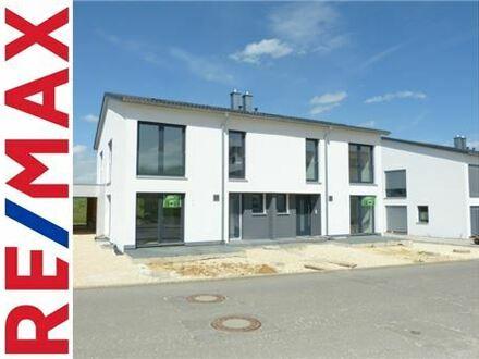 RE/MAX - Hochwertige Neubau - DHH in Langenau