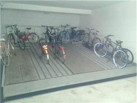 RE/MAX - Ein Quatroparker Stellplatz im Mehrfamilienhaus