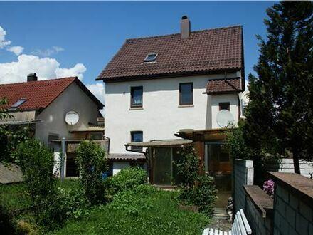 REMAX - Gelegenheit in Eislingen mit tollem Garten!