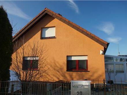 REMAX - Schönes 1-2 Familienhaus mit großem Grundstück