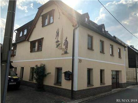 REMAX - Einfamilienhaus mit viel Wohn-und Nutzfläche