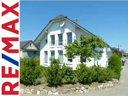 REMAX - Großzügiges Einfamilienhaus mit ELW, Eckgrundstück