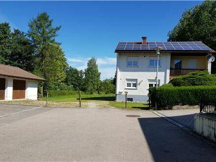 RE/MAX - Ein- oder Mehrgenerationenhaus in idyllischer Lage am Bach und in Waldnähe