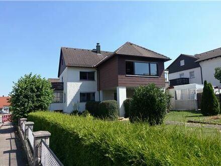 REMAX - Keine Käuferprovision! Geräumiges Wohnhaus mit traumhaftem Wintergarten – Garage in Überhöhe - eingewachsenes Eckgrundstück