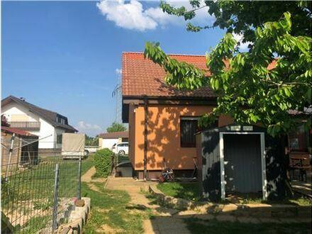 RE/MAX - Schönes 1-2 Familienhaus mit großem Grundstück