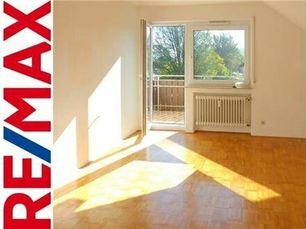 REMAX - Außergewöhnlich schön: 3-Zi.-Whg. mit DG-Ausbau in Senden/Ay