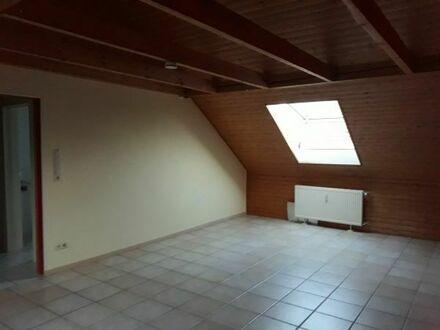 2 Zimmer Dachgeschoßwohnung Karlsruhe Südstadt beim City Park mit Küche, Bad, WC und Abstellraum