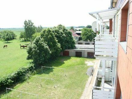 3 Zimmer im Grünen umgeben von Wiesen Felder und Wäldern, Garage und Garten mgl.