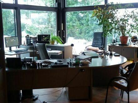 Außergewöhnliche EG-Wohnung perfekt für die Mehrgenerationenfamilie oder Arbeiten von zu Hause