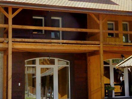 Massives Reihenhaus, Innen- und Außendämmung/Holzverkleidung