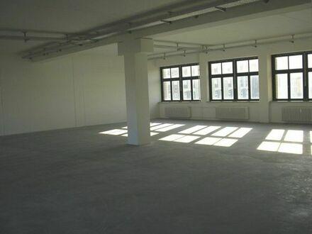 VERMIETE Gewerbefläche 2000m2 München Berg-am-Laim für Arztpraxis, Büro, Lager, Oldtimereinlagerung