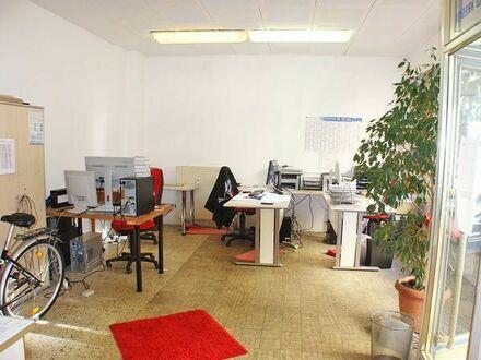 Laden/Büroraum mit 2 großen Schaufenstern im Parterre