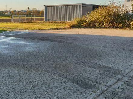 Stellflächen zu vermieten für Autos Wohnwägen LKWS Sattelzug