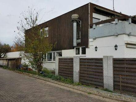 Leerstehendes Gebäude mit großem Grundstück, sofort bewohn- und nutzbar!