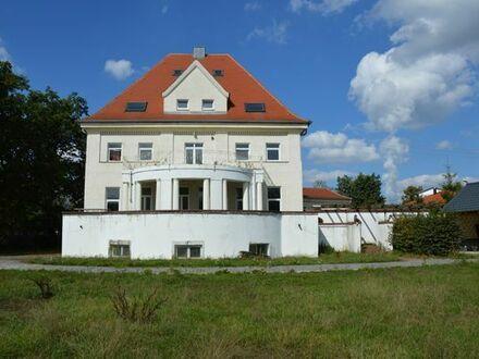 Denkmalgeschützte historische Villa mit über 5900 QM Grundstück