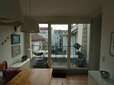 150 m vom Eßlinger Bahnhof in Fußgängerzone, dennoch sehr ruhig: Sehr schöne Wohnung mit Südterrasse