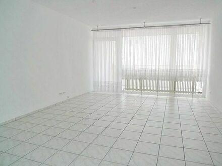 REDUZIERT: Sofort frei - sonnige 5-Zi. Wohnung mit West-/ Nord-Balkon, EBK und Garage in Bissingen!