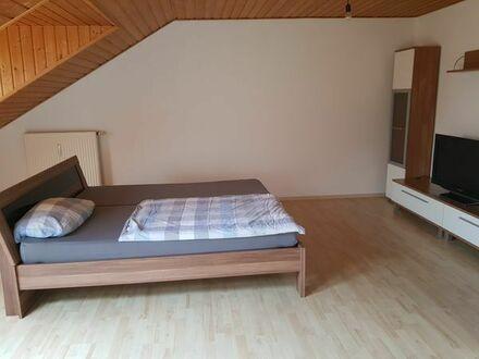 Eine wunderschönes Dachgeschoss-Zimmer ca.28 m2, teilmöbliert. Herkommerstr.
