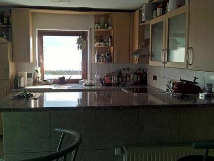 4-Zimmer-Wohnung mit Einbauküche, Bad und Dusche