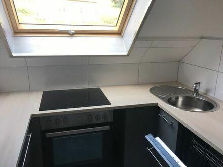 Frisch renovierte Mietwohnung, 3 Zimmer, Küche, Bad, Garage.