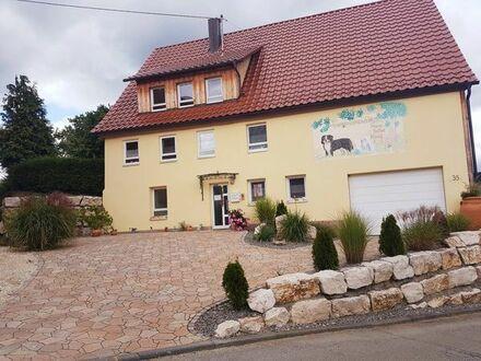 Aufwenig modernisiertes Bauerhaus mit oder ohne Tierpension, Ortsrandlage inmitten herrlicher Natur