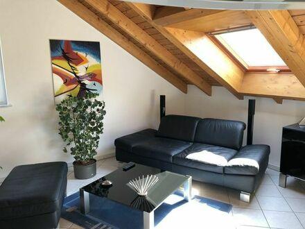 Moderne, helle und ruhige 2 Zimmer DG-ETW in kleiner ruhiger Wohnanlage in PS-Ruhbank zu verkaufen