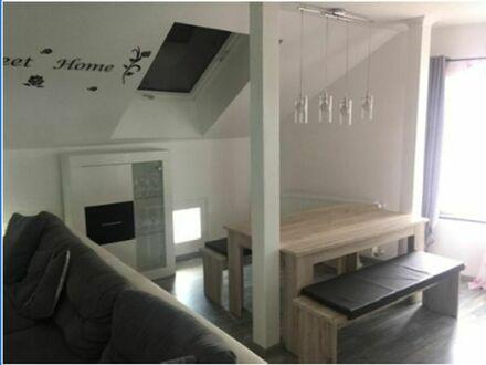 Helle 4 ZKB-DG-Wohnung auf Wunsch teilmöbliert zum 01.07.2019 zu vermieten.
