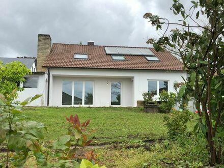 Einfamilienhaus mit Blick in die Weinberge