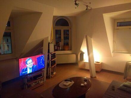 Attraktive und sehr zentrale 2-Zimmer-DG-Wohnung mit EBK in Frankfurt am Main