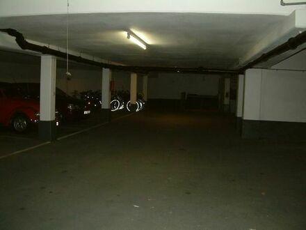 ebener Garagenstellplatz Leopold 191/Rümanstr 100 zu vermieten