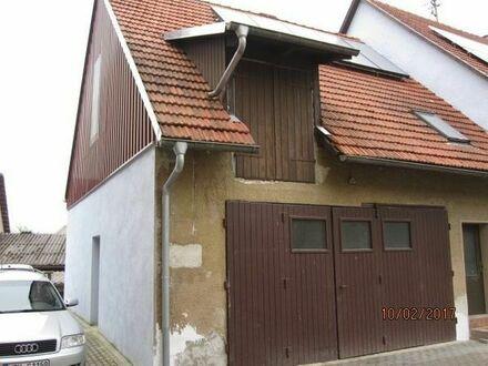 Älteres Bauernhaus zum Selbstausbau in Dorfmitte zu verkaufen