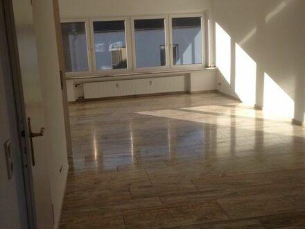 *Schöne geräumige 3,5 Zimmer Wohnung mit Balkon zu vermieten*