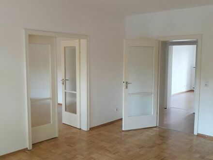 sehr helle 4 ZKB, Balkon, Hochpaterre, Keller, Gäste WC, nähe ECE Center