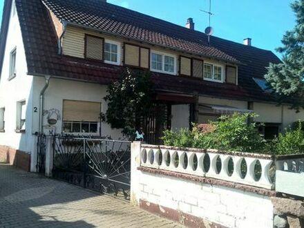 Älteres Doppelhaus in Durmersheim Mit Charme