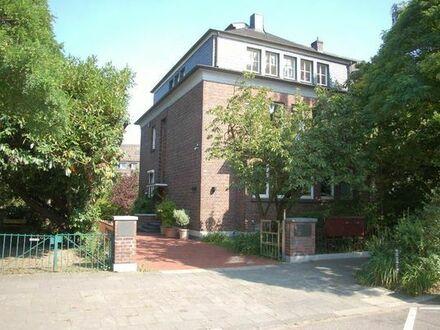Arbeiten für kostenloses Wohnen in Köln Riehl an der Flora