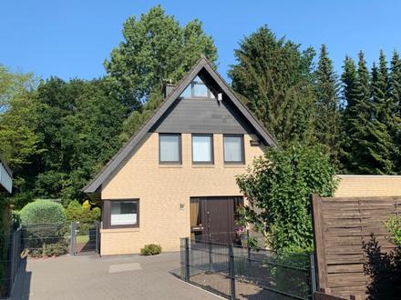 Top gepflegtes Einfamilienhaus mit Garage und großem Garten in beliebter Lage!