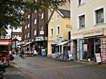 Köln-Porz: Schnell-Imbiss für den Take-Away-Verkauf auf der Fußgängerzone in Porz