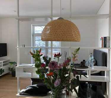 Stilvolle, geräumige 1-Zimmer-Wohnung mit Balkon und EBK in Düsseldorf