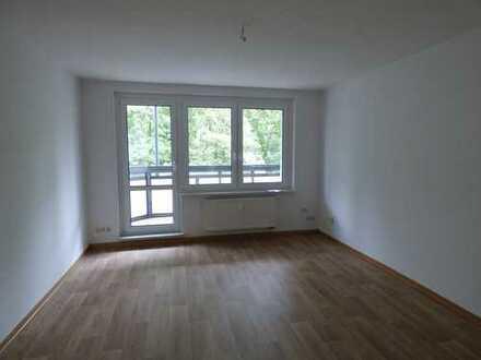 Günstige 4-Zimmer-Wohnung mit Balkon und EBK in Chemnitz