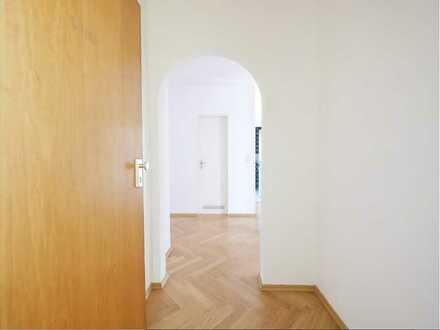 Renovierungsbedürftige 3-Zimmer-Wohnung mit Balkon in einer Traumlage von Solln, München