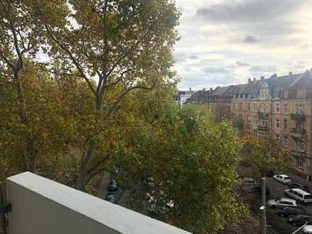 Erstbezug nach Renovierung mit Balkon: stilvolle 3-Zimmer-Wohnung in KA Südweststadt