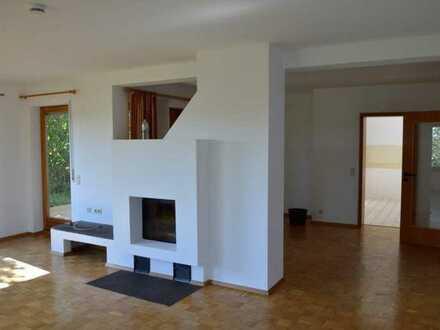 Helle großzügige Wohnung in einem Einfamilienhaus mit Weitblick in ruhiger Lage