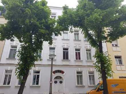 Schöne 3-Zimmerwohnung mit Dachterrasse und Einbauküche vermietet, zu verkaufen