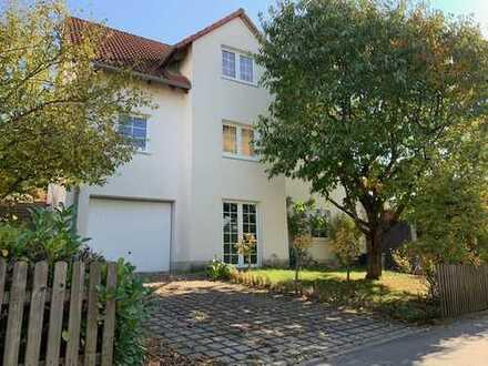 Schönes Haus mit sechs Zimmern und Domblick in Regensburg/ Brandlberg zu vermieten ❤️