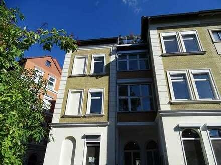 Gepflegte 4-Zimmer Wohnung mit Balkon, EBK + Garage * Östliches Ringgebiet